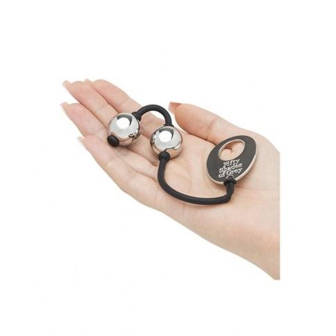 50 Sombras de Grey Bolas metálicas para usuarios experimentados. Tonificar y estrechar eficazmente los músculos del suelo pélvico. Bolas metálicas grey