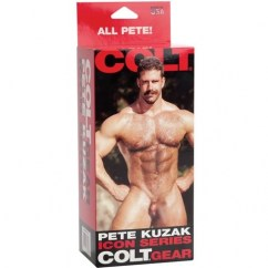 California Exotic El molde original de Pete Kuzak tiene un diseño de pene recto con testículos. Pete Kuzak