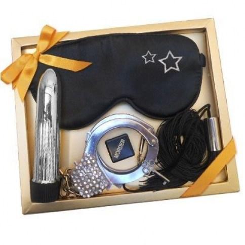 Kit erótico con antifaz negro, vibrador, esposas, latigo y dados, para estar preparado.