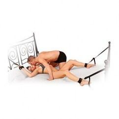 Pipedream 4 puños y 4 correas ajustables pondrán a tu pareja inmóvil, incluye máscara gratis. Kit para cama con cabezal